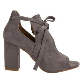 Vinceza Opbygge Sandaler På En Bar grå