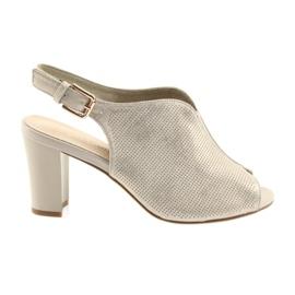 Sandaler på posten Sergio Leone 812