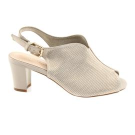 Sandaler på posten Sergio Leone 800