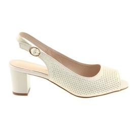 Sandaler på posten Sergio Leone 794 zlotys gul
