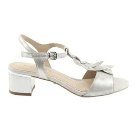 Sandaler med sølvhætter. Caprice grå