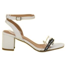 Ideal Shoes hvid Stilfuld Suede Sandaler