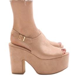 Pink sandaler på en massiv 8263CA mursten