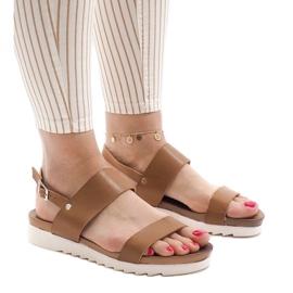 Brun Kamelflad sandaler med spænde CZTZ-2K122-4