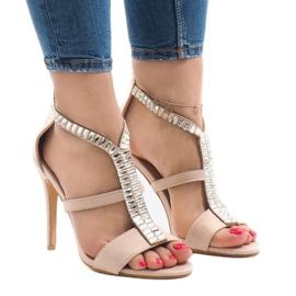 Beige sandaler på B-60 hæl brun