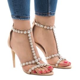 Brun Beige sandaler på en pin med 8296-Y studs