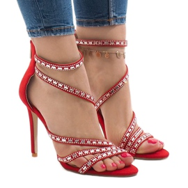 Røde sandaler på en pin 9081-9