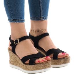 Sorte sandaler på kilehæl XL104