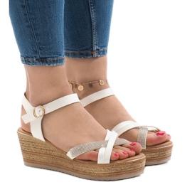 Hvide sandaler på WS8816 platformen