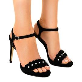 Sorte sandaler på en blomst pin TN-001