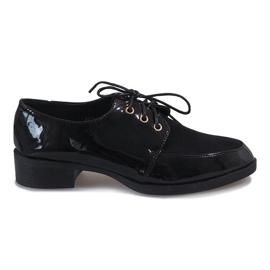 Sort lakerede sko på en delikat hæl J1116