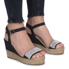 Sorte sandaler på en delikat kilehæl med Diamond Shine