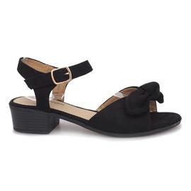 Sorte sandaler med høje hæle i sort blod