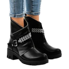Sorte kvinders støvler dekoreret med A-337