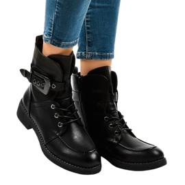 Sorte støvler med 404 spænder