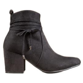 SHELOVET Støvler på en bar sort