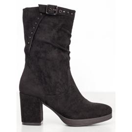 SHELOVET Høje støvler med en spænde sort