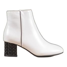 SHELOVET Hvide støvler med en dekorativ hæl