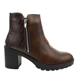 Brun støvler på LL27 stolpen