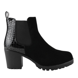 Sorte støvler på stolpen med et elastisk bånd W356