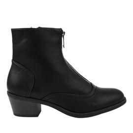Sorte støvler på den isolerede stolpe AB1047