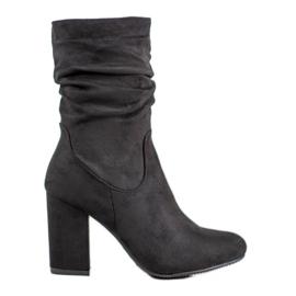 Kayla Høje støvler på en stolpe sort