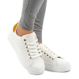 Hvide klassiske sneakers på BK-52 platformen