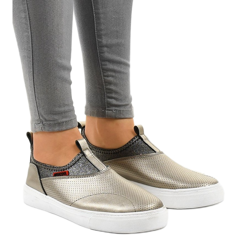 Guld sneakers med A-92 elastik