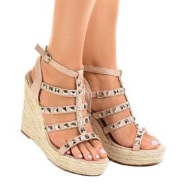 Beige sandaler på halmkile 9529 2