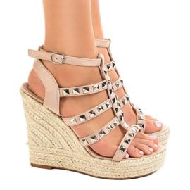 Beige sandaler på halmkile 9529 3