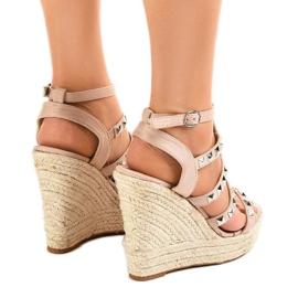 Beige sandaler på halmkile 9529 4