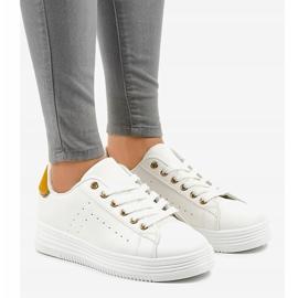 Hvide klassiske sneakers på BK-52 platformen 1